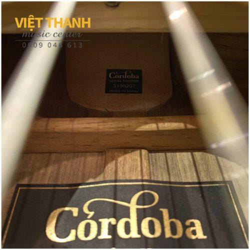 mat sau lung guitar Cordoba 55FCE