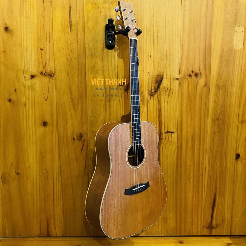 dan guitar Tanglewood TWUD