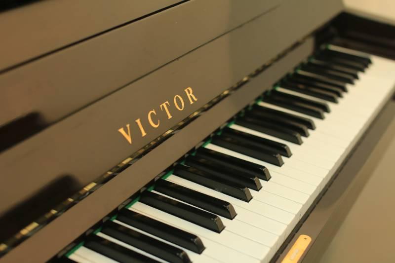 piano cu Victor V3