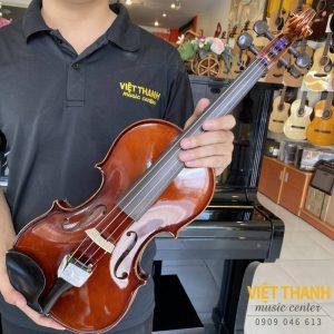 mat truoc violin Selmer VI31E4CH