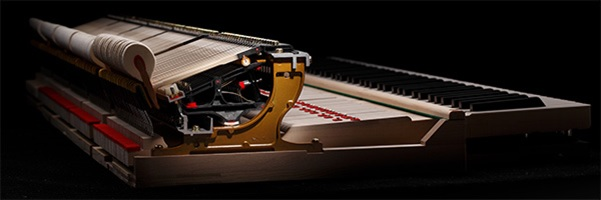 Bộ máy cơ Thiên Niên Kỷ III trên đàn piano Kawai GL-20