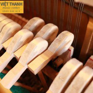 bua dan piano yamaha u2g