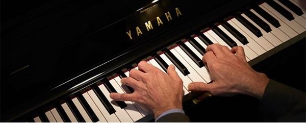 ban phim dan piano yamaha u3h