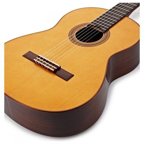 dan guitar Yamaha CG182S