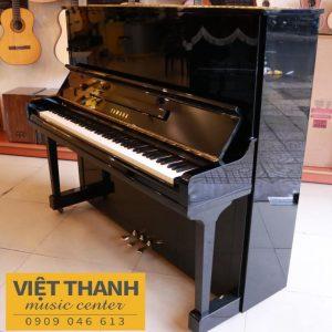 dan upright piano Yamaha U30BL