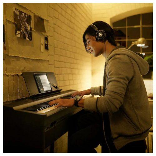 hoc nhac tren piano dien Yamaha P-125