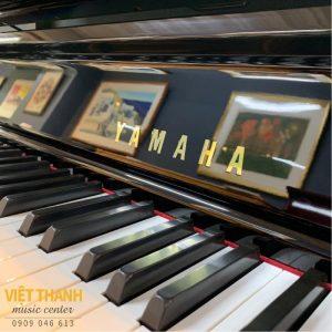 logo tren piano yamaha u30bl
