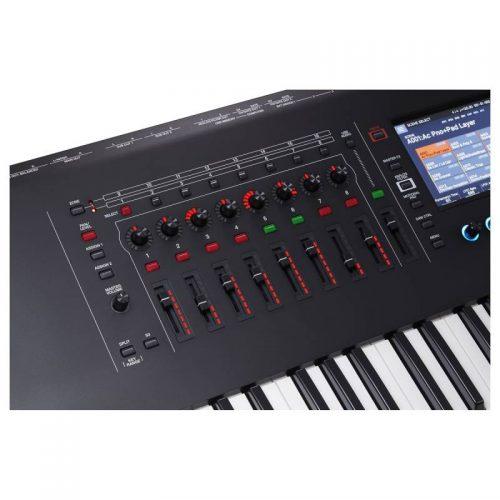 bang dieu khien keyboard Roland Fantom 8