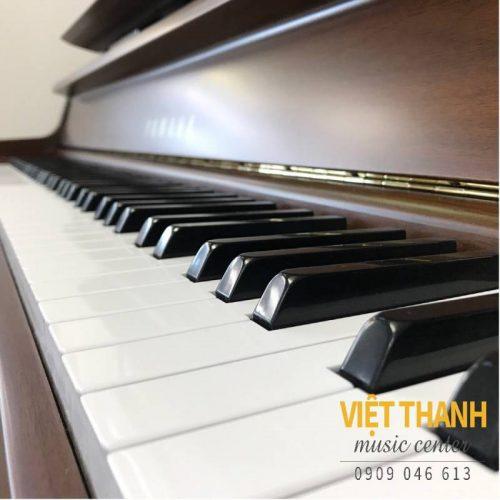 ban phim piano Yamaha UX300WN