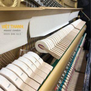 bua dan piano Yamaha UX1