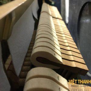 bua dan piano Yamaha UX5