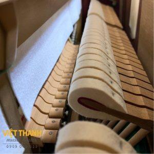 bua dan piano Yamaha W102BS