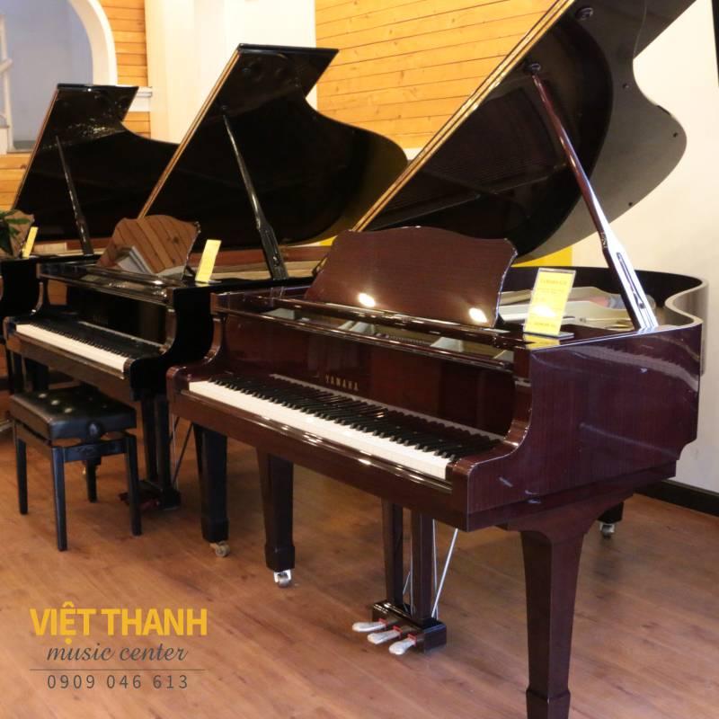 Grand piano Yamaha G2E