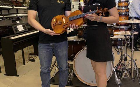 chi lieu mua violin tang con trai