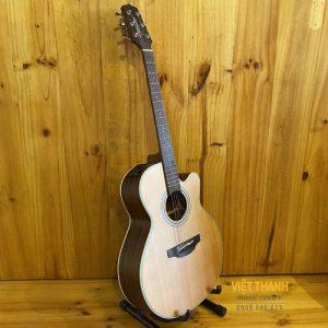 dan guitar Takamine GN20CE