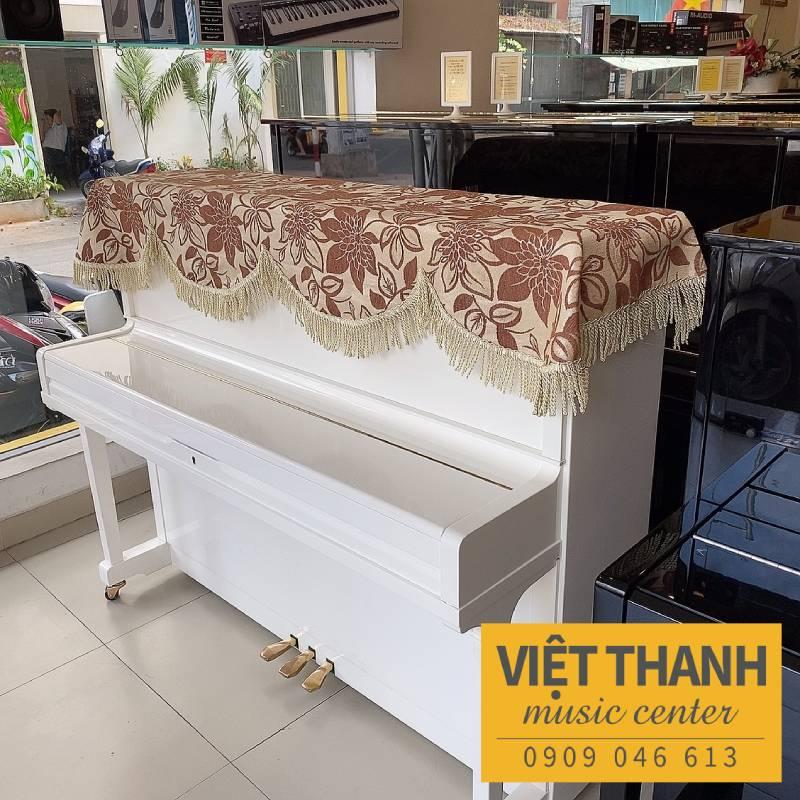 khan phu dan piano mau nau vang