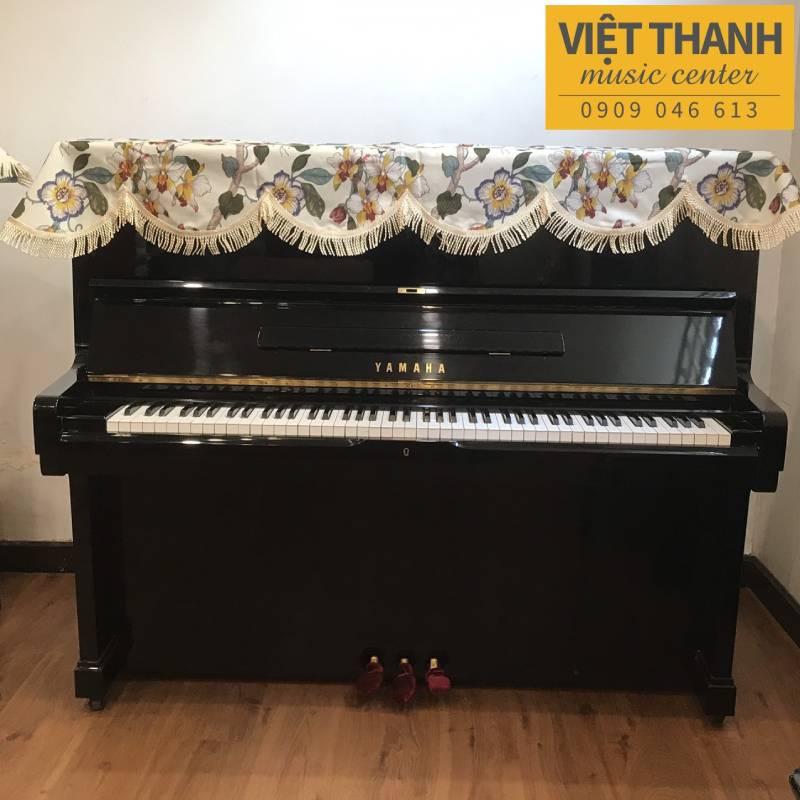 khan phu dan piano mau vang kem hoa la