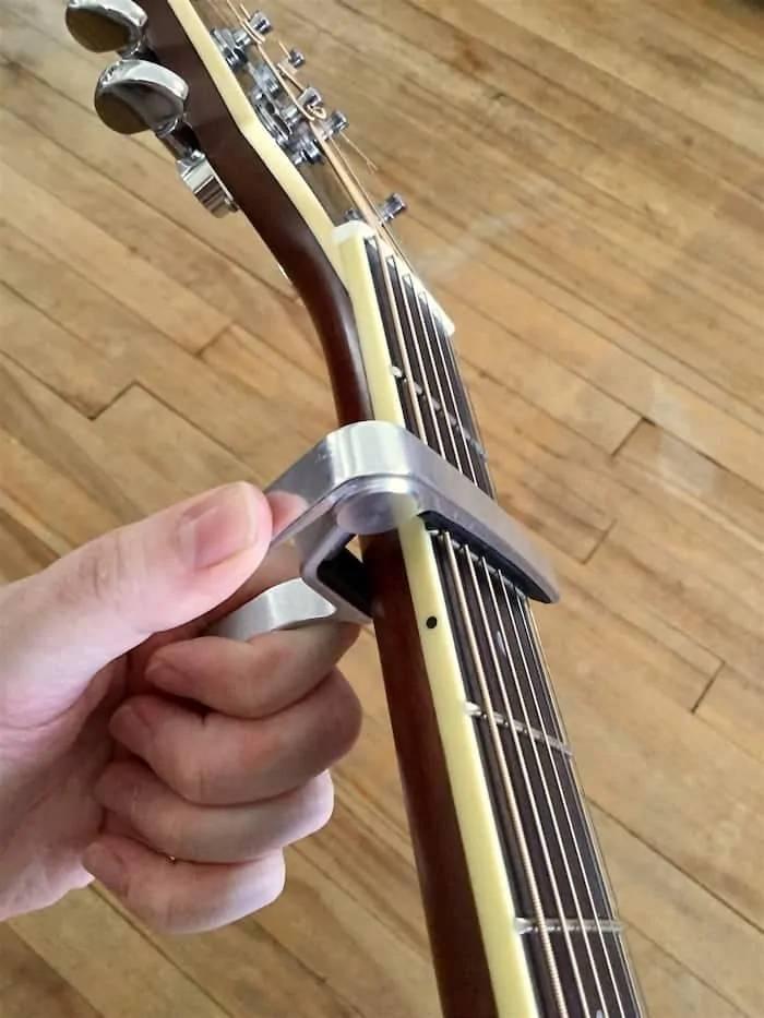 Capo guitar