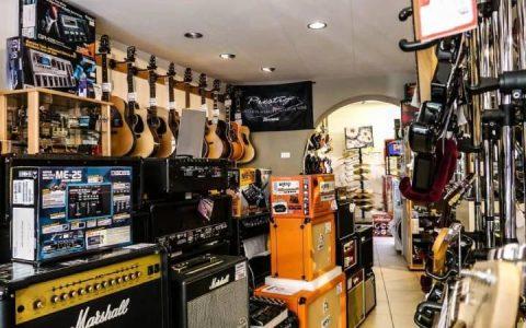 danh gia ampli Fender Mustang 1