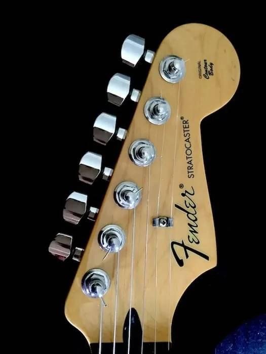 dau dan guitar Fender Mexico Stratocaster
